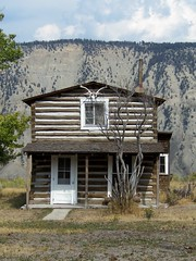 Log Cabin, Mammoth Hot Springs, Yellowstone Nat'l Park, Wyoming (teresue) Tags: log cabin antlers logcabin mammoth yellowstone wyoming 2012 wy mammothhotsprings yellowstonenatlpark