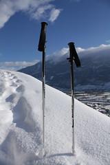 balade en raquettes.... cool :o) (bulbocode909) Tags: bleu neige montagnes bâtons