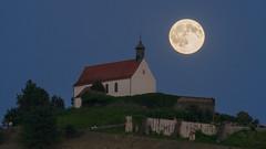 Mond (Michael.M300s) Tags: mond moon kapelle kirche church night mondaufgang nikon 300 tc telekonverter d4s