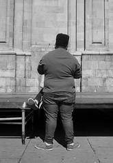 Amor - love (RoryO'Bryen) Tags: amor love callejer callejero film yesfilm ilfordfp4 ilford street streetphotography roryobryen rangefinder copyrightroryobryen colombia bogotá santafédebogotá scannedfromnegative 35mm 35mmsummiluxmasph leicasummiluxm35mmf14asph leicasummiluxm35mmf14 iso125