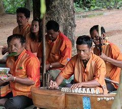 IMG_1846a - Survivors of War Musicians (many with injuries from landmines) - Prasat Banteay Srei, Siem Reap, Cambodia (Wayne W G) Tags: southeastasia asia cambodia siemreap prasat banteaysrei banteay srey temple temples ruin ruins musicians injured victims disabled polpot tamron16300mmf3563diiivcpzdb016