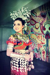 Iban costume. This is an Iban costume wore by local young and beautiful lady of Sarawak Borneo. IBAN is one of the largest race populated in Sarawak, if not Borneo.  #Huawei #mate8 #mobilephotography #photography #iban #costume #Borneo #Sarawak #lightroom (VODCAVINCE) Tags: sarawak huawei mobilephotography mate8 costume iban photography lightroommobile borneo lightroom