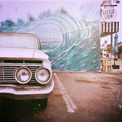 Gotta have breakfast (Dom Guillochon) Tags: cafe parkinglot urban mural beachtown oceanbeach sunsetcliffs early day time vintage american car parked restaurant breakfast life humans