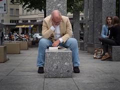 The Lost Smart Phone (pxlline) Tags: zrich streetphotography switzerland candid dasischzri book ch