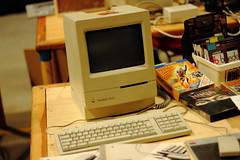 Macintosh Classic (1990) (Simo 81) Tags: vintage console coinop retrogaming retrocomputing vintagecomputer personalcomputer homecomputer canonef50mmf18ii vintagegame brusaporto brusaportoretrocomputing