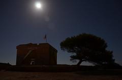Visitando el pasado mediante un paseo nocturno (Jumaik) Tags: espaa moon night noche spain luna nocturna mallorca castillo calamillor sacoma puntadenamer