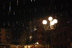 Drops of light (Miss.Sunflower) Tags: christmas city light night square streetlights lampost verona lucidinatale