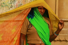Schage du linge, drying the laundry, Varanasi (photo : Philippe Guy) (guy philippe) Tags: voyage travel woman india asia femme laundry varanasi asie linge drying inde travelphotography schage canon7d philippeguy