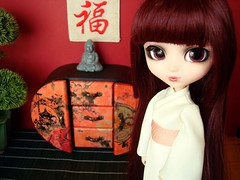 Oriental furniture (Lunalila1) Tags: red outfit doll furniture handmade yukata groove kimono bloody oriental kojima hod atrezzo monna