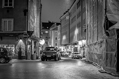 Ledererstrae (Adam Haranghy) Tags: auto street light white black caf car canon munich mnchen photography eos 50mm photo low 14 rover scene expensive atomic altstadt range rangerover ef fahrzeug 6d kfz lederer strase ledererstrase