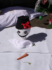 Melting snowman (Nekoglyph) Tags: hinderwell scarecrow festival 2016 yorkshire snowman melting carrot mistletoe shadow hat white head christmas tree