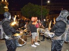 Rodeados (juantiagues) Tags: itineranta fotgrafos fiesta noche juantiagues juanmejuto
