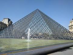 IMG_20160921_115014 (paddy75) Tags: frankrijk parijs paris cournapolon palaisdulouvre paleis pyramidedulouvre piramidevanhetlouvre musedulouvre museum fontein