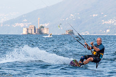 Kite Surfer (patuffel) Tags: kite surfer lago maggiore castle water lake langensee sports thumbs up daumen hoch wave