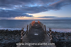 Canio de Baixo (Iigo Escalante) Tags: ocean travel viaje sunset sea summer sky orange sun beach portugal nature water landscape mar europa europe paisaje atlantic national verano planet conde lonely pt madeira geographic funchal nast viajar traveler garajau islademadeira diariodeviajes dia8islademadeiraamanecer santacruzylevadacaldeiraoverdeportugalcityciudadcapital santacruzylevadacaldeiraoverdeportugalcityciudadcapitaleuropeeuropatravelviajesviajarfotografiaphotographyiigoescalantefotografodeviajestravelphotographer