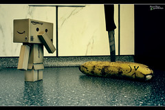 Day 169 - banana murder (Explored) (Shaid || Khan) Tags: danbo danboard revoltech japan canon 600d toy toys figure figur figuren manga germany figurine carton photography pic picture digitalphoto project365 365 yotsuba projekt project amazon photo foto bild eat food banana kitchen küche banane messer knife spielfigur