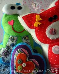 Sapo Cururu (Artes di Viviane Garcia) Tags: natal handmade felt feltro sapo aniversrio almofada fazenda enfeite sapinho toyart presentedenatal topodebolo decoraodequarto animaisdafazenda aniversrioinfantil