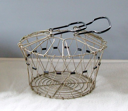Vintage egg/fruit basket
