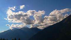2006-08-25 17.13 Cielo, nuvole e montagne (Gianpaolo Zucchelli) Tags: sky mountains backlight clouds montagne landscape nuvole cielo paesaggio controluce