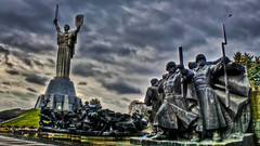 0314 - Ukraine, Kiev, Museum Of The Great Patriotic War HDR (Barry Mangham) Tags: sculpture monument statue canon memorial ukraine soviet kiev hdr motherland