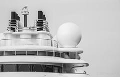 El Topaz en la marina Port Tarraco - Puerto de Tarragona (Joaquim F. P.) Tags: marina mediterranean yacht catalunya tarragona topaz lujo yate jfp costadorada costadaurada goldencoast tgn  ciutatdetarragona superyate porttarraco embarcacindeplacer luerssen13677 mediterraneangoldencoast