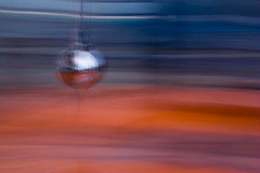 In movimento (Livietta) Tags: speed experiment calatrava panning sciencemuseum foucault velocit mosso esperimento museodellascienza pendolo valencia2012