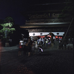 (masaaki miyara) Tags: light festival japan night gate slow  fujifilm nagano 2012     hasselblad500cm    pro400h zenkojitemple  carlzeissplanar