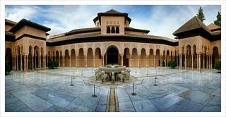 Patio de los Leones, La Alhambra, Granada.