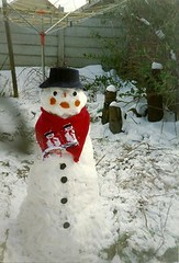Snowman and Mum's knitted scarf (cheryldecarteret) Tags: christmas family snow scarf garden snowman mum knitted 1980s
