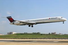 N927DN | McDonnell Douglas MD-90-30 | Delta Air Lines (cv880m) Tags: newyork laguardia lga klga n927dn mcdonnell douglas m90 md90 md9040 dal delta deltaairlines