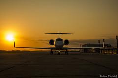 Gulfstream G550 (Enilton Kirchhof) Tags: 2016 eckbr fotoeniltonkirchhof gulfstreamg550 desembarque pordosol silhueta sunset riodejaneiro brasil canoneos5dmarkiii sunsetshot orangesky aviacao business jet aviation