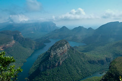 Blyde River Canyon (Channed) Tags: africa panorama holiday nature breakfast river landscape southafrica day view cloudy canyon afrika blyderivercanyon rivier zuidafrika threerondavels blyderiver panoramaroute blyderivier blyderivercanyonnaturereserve projectweather chantalnederstigt