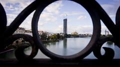 Torre Pelli desde puente de Triana