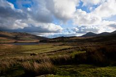 Llyn y Gadair-1.jpg (Awyr Glas) Tags: uk light sky mountains berg weather clouds canon walking landscape cymru lakes lagos lacs hillside snowdonia rambling montagnes northwales rhydddu paisdegales montanes lepaysdegalles