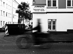 Radfahren. (180Pixel) Tags: bielefeld radfahrer x10 stadtleben stadtfotografie nachtssindwirallegleich