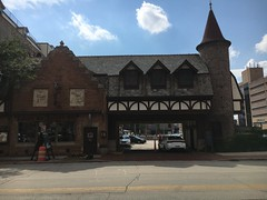 Mader's restaurant, Milwaukee, WI (corsi photo) Tags: milwaukeewisconsin madersrestaurant germanfood food restaurant