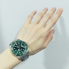 (mercedeswln) Tags:      watch  hand rolex submariner