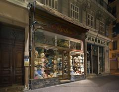 La Chapellerie Marseillaise (Tim Boric) Tags: hoedenwinkel hatshop marseille chapellerie avond dark night