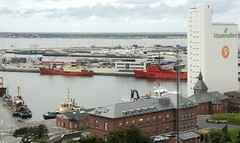 Hafenregion - von oben, vom Wasserturm aus gesehen; Esbjerg, Dnemark (1) (Chironius) Tags: esberg dnemark esbjerg denmark danmark industrie nordsee meer see northsea mardelnorte maredelnord merdunord