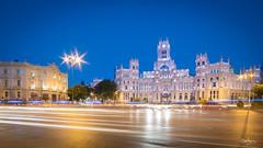 Plaza de Cibeles, Madrid (Bommer60) Tags: madrid comunidaddemadrid spain pla plazadecibeles esp palaciodecibeles lightstreams bluemoment evening night