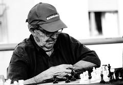 Se hace tarde... (Willierovi) Tags: black white blanco y negro tiempo people ajedrez chess