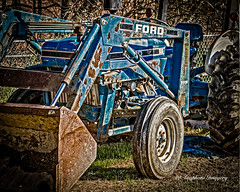 3910 (augphoto) Tags: augphotoimagery ford blue rust rusty tracter