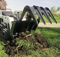 Bobcat Root Grapple (Bobcat Company) Tags: debris roots brush lighter overgrowth attachments savetime clearrocks rootgrapple fewerloads