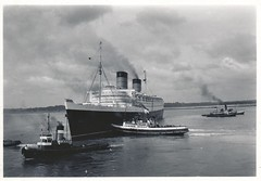 Queen Elizabeth leaving Southampton - 1955 (1) (Colin John Ford) Tags: old 1955 vintage found boat ship elizabeth queen 1950s 50s tug southampton tugs liner