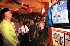 Pelancarkan Akhbar Digital Utusan Malaysia. (Najib Razak) Tags: digital malaysia kualalumpur pm primeminister 2012 akhbar utusan 2013 perdanamenteri najibrazak pelancarkan