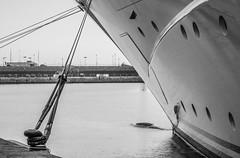 El Topaz en la marina Port Tarraco - Puerto de Tarragona - Amarres (Joaquim F. P.) Tags: marina germany mediterranean yacht vessel catalunya tarragona mega topaz lujo yate jfp costadorada costadaurada goldencoast tgn  lrssen ciutatdetarragona superyate porttarraco embarcacindeplacer luerssen13677 mediterraneangoldencoast
