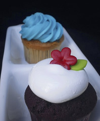 powercake (Mariana Arenas) Tags: red flower cupcakes cyan velvet chips vainilla ponques