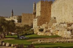 Nel cuore della Quale sta un Muro (bebo82) Tags: muro pentax jerusalem persone gerusalemme pentaxk20d pentaxk20