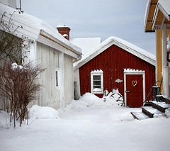 Dreaming of a white winter (A blond-Tess) Tags: winter red snow town sweden cottage swedish redhouse smland scandinavia sn smalltown stuga falurd canonphotography mnsters scandinavien swedishbuildings