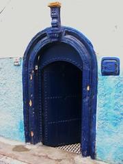 Marokko , Rabat, In den Gassen der Kasbah des Oudaas, blue door, 4-27/1720 (roba66) Tags: door blue des morocco maroc afrika altstadt bluewhite marokko rabat kasbah tre gassen nordafrika knigsstadt kingdom  astoundingimage morocco roba66 blinkagain acfrica marokko2012 oudaas